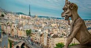 From Petersburg to Paris: what is the cheapest way to fly to the capital of France