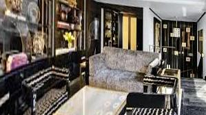 The luxury luxury hotel Sali Lalque at the Prince de Galles Hotel in Paris is $ 1,700